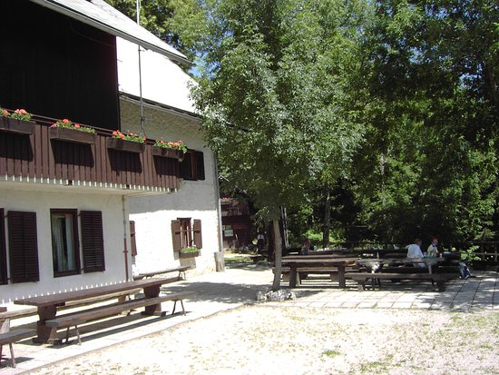 Bohinjsko Jezero, سلوفينيا: Kosijev dom na Vogarju