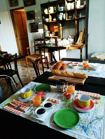 Sarrians, Francja: petit déjeuner 1