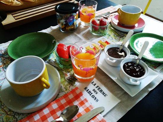 Sarrians, Francja: petit déjeuner 2