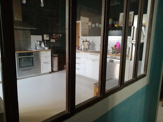 Sarrians, Francja: verrière avec vue sur la cuisine