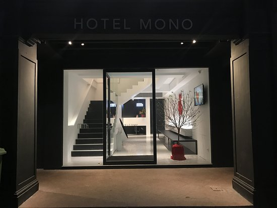 Mono Style Black And White Hotel Mono