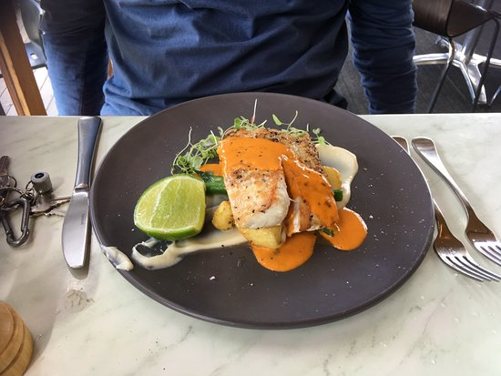 Wise Vineyard Restaurant: Goldband Snapper