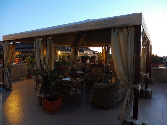 Hotel Impero: Vue de notre chambre qui donnait sur la terrasse