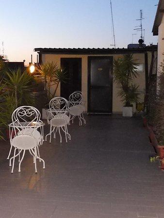 Hotel Impero: Notre chambre 506 sur la terrasse