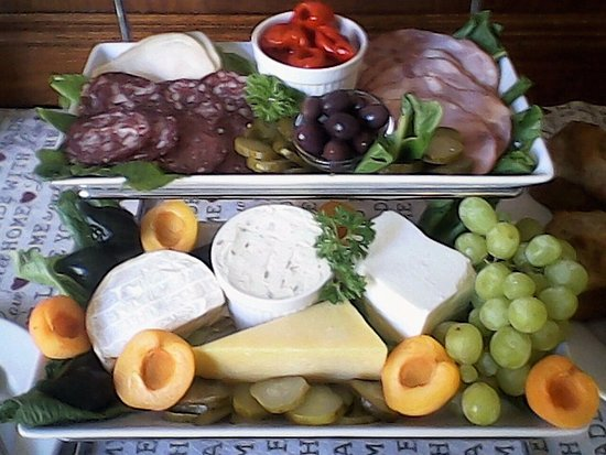 Calitzdorp, Sydafrika: Charcuterie & Cheese Platters on the Breakfast Buffet