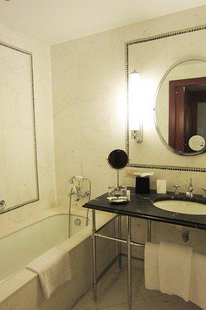The Westin Valencia: Badezimmer