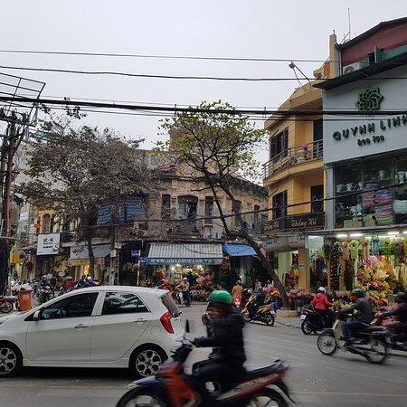 Hanoi Urban Adventures: Entrance to the flower market street