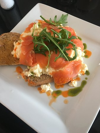 Prestwich, UK: Delicious smoked salmon and wrecked eggs!