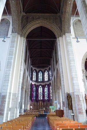 Diksmuide, Belçika: interior St Nicholas church