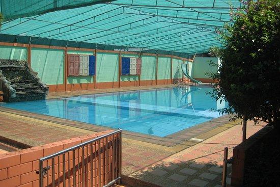 grosser pool mit kinderbecken picture of wanliya resort mae sai tripadvisor. Black Bedroom Furniture Sets. Home Design Ideas