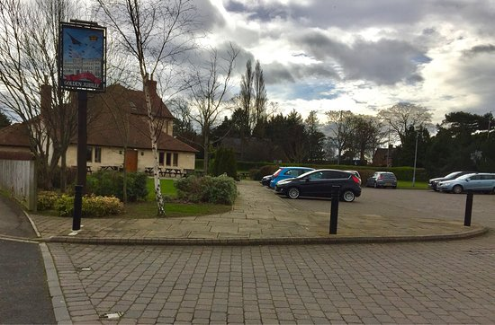 Yarm, UK: Spacious beer garden &a large car park