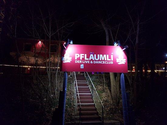 Pflaumli - Live Club