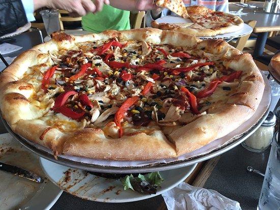 Dewey's Pizza: photo1.jpg