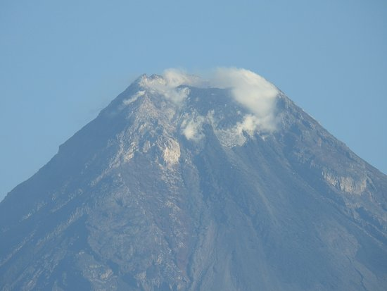 Mayon Volcano : Up close and personal - the volcanic crater