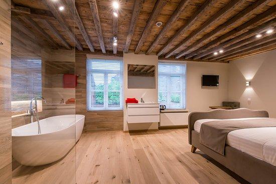 Badkamer Story Hotel : Luxe kingsize room met aparte badkamer picture of dreamhouse bed