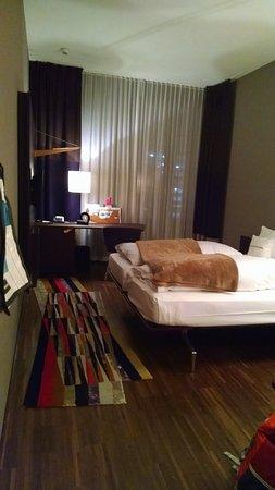 25hours Hotel Zurich West: Camera Gold