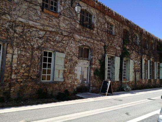 Soreze, France: Devant du restaurant Saint Martin