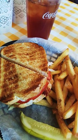 Wadsworth, OH: BLT with Fries & Pickle Wedge & Iced Tea