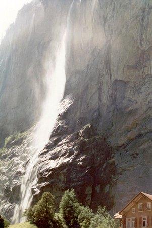 Lauterbrunnen Valley Waterfalls: Lauterbrunnen - Staubach Falls