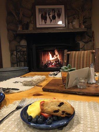 Clark, CO: Breakfast By The Fire