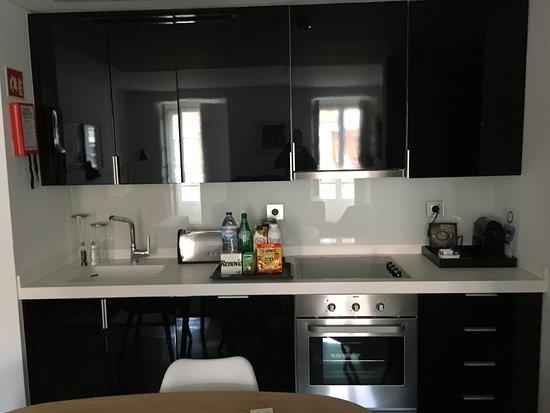 Martinhal Lisbon Chiado Family Suites: Küchenzeile Im Wohn  / Esszimmer