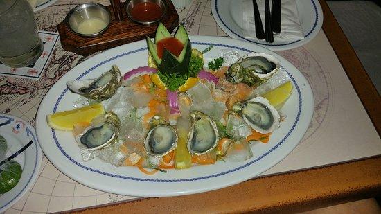 Lorenzillo's Restaurant Cabo San Lucas: Half dozen oysters