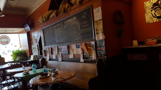 Carlinville, IL : The Refuge Coffee House