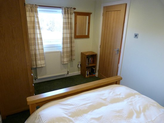 Roskhill, UK: Minimorn - bedroom with kingsize bed and ensuite shower room