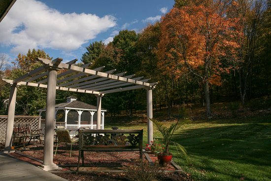 Fox Hill Bed & Breakfast: Private quiet spots for autumn contemplation !