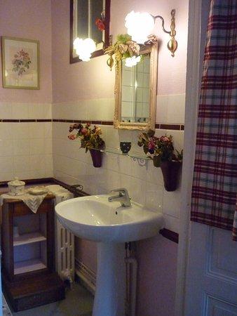 La Maison de Claire: La salle d'eau de la Romantique