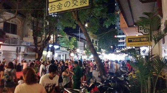 Tan Hoang Long Hotel: Street nearby