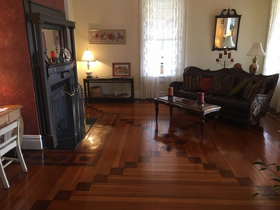 Glen Alpine, Carolina del Norte: Entry Room - Notice the Floors!