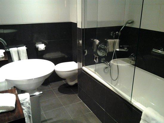 Sdb chambre Luxury - Picture of Sofitel Lisbon Liberdade, Lisbon ...
