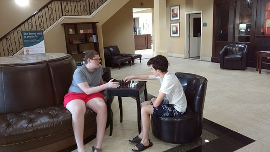Comfort Suites Deer Park : Chess in the Lobby