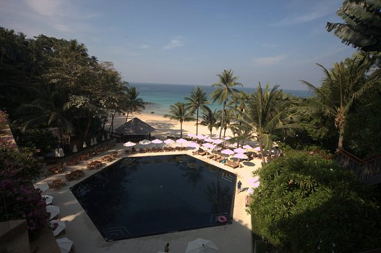 The Surin Phuket: The Pool and The beach from the Breakfast area