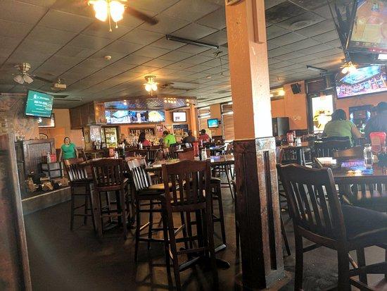 สตอกบริดจ์, จอร์เจีย: full bar - have booths and high back chairs and tables