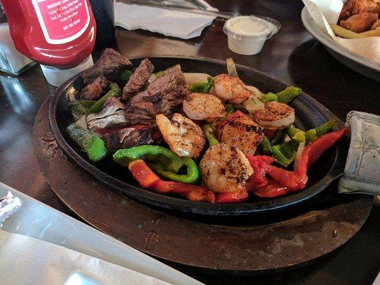 สตอกบริดจ์, จอร์เจีย: steak and shrimp fajitas