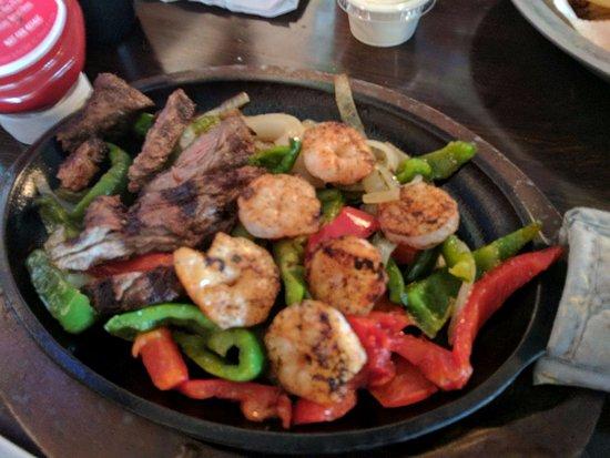 Stockbridge, Gürcistan: steak and shrimp fajitas were delicious