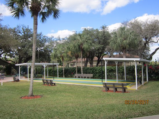 Lehigh Acres, FL: Outdoor Shuffleboard