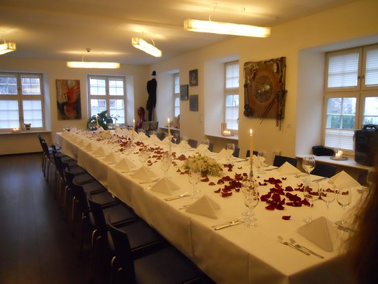 Der Teufelhof Basel : Speziell für den Anlass gedeckter Tisch in separatem Raum