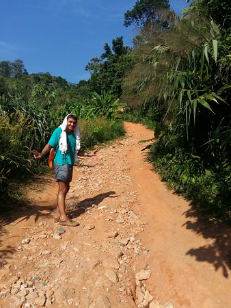 Chalong, Tajlandia: через джунгли