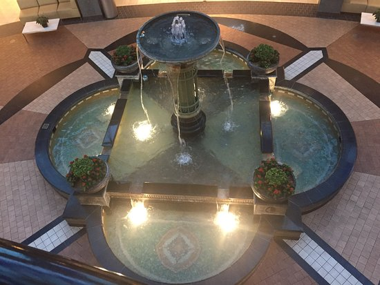 King of Prussia Mall: Water fountain