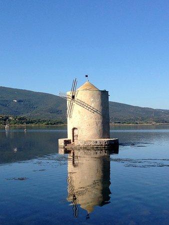 Albinia, Italië: die berühmte Mühle in der LAgune