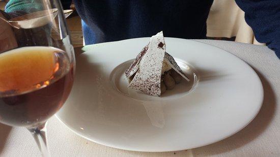 Casole d'Elsa, Italia: Meringa,caffè, pistacchio con gelato allo zabaione