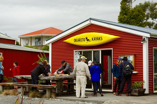 Okarito, New Zealand: Gathering for the unimpressive lunch.