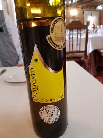 Serrada, ספרד: Extraordinario vino para aperitivo. Un gran descubrimiento