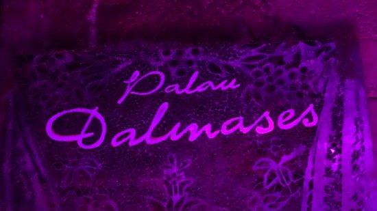 Palau Dalmases : The sign