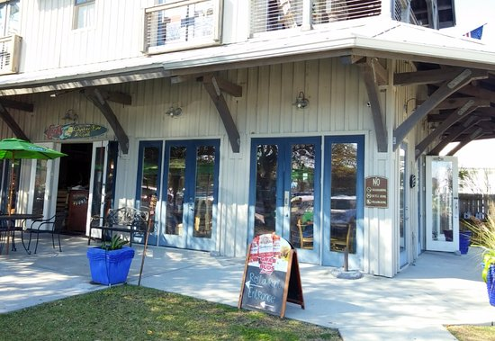 Bay Saint Louis, MS: Cuz's Old Town Oyster Bar & Grill, Bay St. Louis, MS