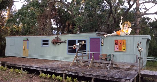Cedar Key, FL: The Singlewide Museum of Fine Art