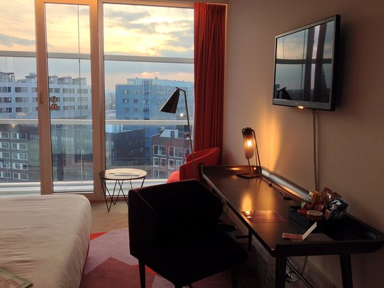 Grosse Fensterfront Picture Of Room Mate Aitana Amsterdam